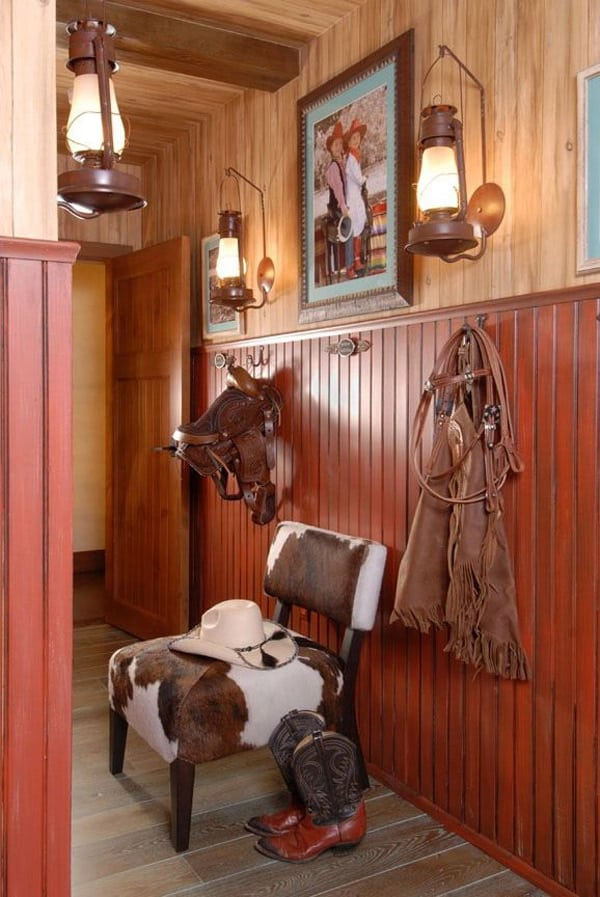 Western home decorating with saddles for Country western living room ideas