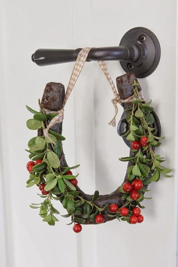 Easy diy horse ornaments cowgirl magazine for How to decorate horseshoes