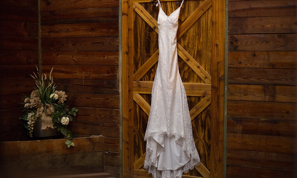 barn wedding country wedding cowgirl wedding dress wedding photography